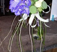 Klassiek afhangend bruidsboeket met vanda orchidee