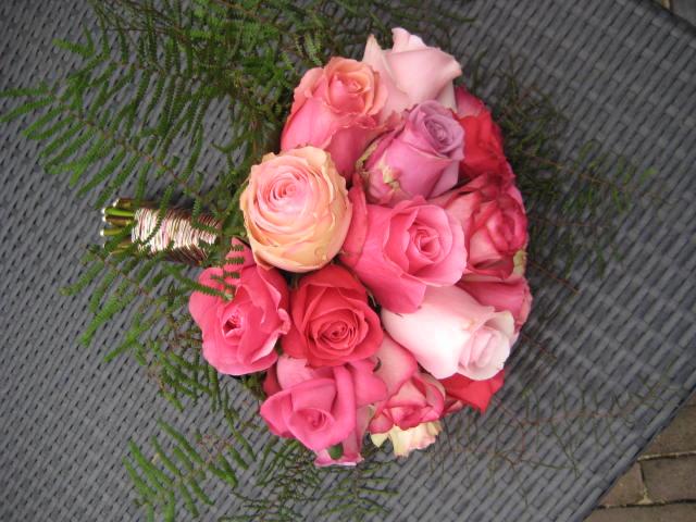 Romantisch klassiek bruidsboeket van Equador rozen