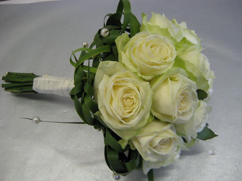 Romantisch klassiek boeket van witte rozen