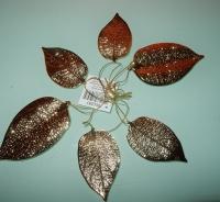 goudkleurige metalen bladeren